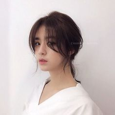 Curly Asian Hair, Korean Long Hair, Short Hair With Bangs, Long Hair Cuts, Side Bangs Hairstyles, 70s Hairstyles, Haircuts, Medium Hair Styles, Curly Hair Styles