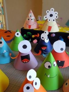 Paper hats for Monster party Kids Crafts, Toddler Crafts, Preschool Crafts, Diy And Crafts, Craft Projects, Manualidades Halloween, Halloween Crafts, Clown Crafts, Monster Crafts