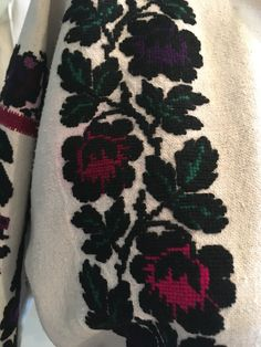 Mexican Embroidery, Embroidery Patterns, Folk Costume, Costumes, Diy And Crafts, Artisan, Creative, Flowers, Pattern