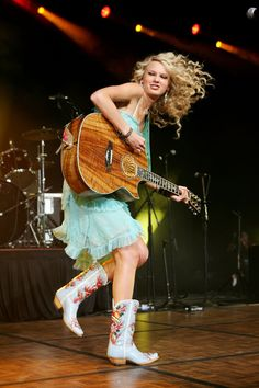 Taylor Swift. That hair! Those country boots! The lack of a squad! | 28 Pictures From 2007 That Will Make You Feel Old AF