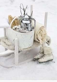 Winter Decoration Ideas and Food for Delicious Picnic on the Snow- winter picknick- schaatsen I Love Winter, Winter Fun, Winter Snow, Winter White, Winter Christmas, Winter Sports, Cosy Winter, Cottage Christmas, Winter Season