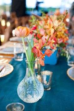 Dark blue table runner with coral flowers are a lovely combination for a Spring wedding