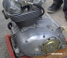 We received an extremely rare original NCR Ducati single racing engine. Awesome! Desmo, dry clutch, titanium connecting rod (+ 2 spare in original packing), twin spark, lightened crankshaft, etc. It's a square engine with a displacement between 460-480 (cubic capacity calculations not done yet).