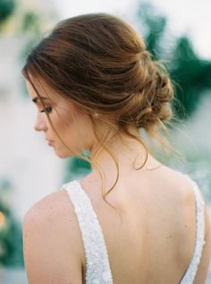Hair: Ginger Dufriend - http://www.stylemepretty.com/portfolio/ginger-dufriend-2 Photography: Greer Gattuso - www.greergphotography.com   Read More on SMP: http://www.stylemepretty.com/2016/03/15/neutral-elegant-outdoor-wedding-inspiration/