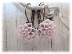 Ohrhänger - Dahlie mauve - Ohrringe Brisur Blüte Frühling - ein Designerstück von Bohemia1973 bei DaWanda