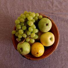 Un excelente truco para que la fruta dure más tiempo fresca, es colocarla boca abajo. #trucos #cocina