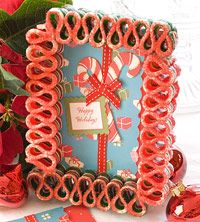 Ribbon Candy Card Frame Old-fashioned ribbon candies are glued together to make a picture frame that accents a greeting card or photo beautifully. Gingerbread Decorations, Holiday Candy, Handmade Christmas Decorations, Christmas Ornaments To Make, Christmas Candy, Christmas Holidays, Christmas Crafts, Christmas Ideas, Diy Ornaments