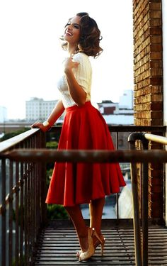 Red Skirt And Gold Heels 2017 Street Style Modern 50s Fashion, Retro Fashion, Vintage Fashion, Petite Dresses, Cute Dresses, Feminine Fall Outfits, Vintage Outfits, Red Mini Skirt, Paris Mode
