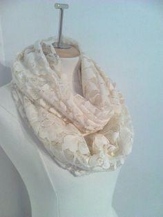 b1de30ff3a18 chale , gilet en dentelle beige vintage   Echarpe, foulard, cravate par  alatelier Cravate