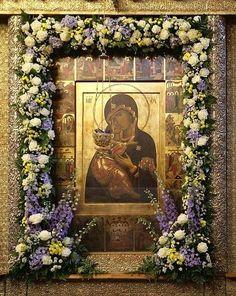 Днесь свѣтло красуется славнѣйшій градъ Москва,/ яко зарю солнечную, воспріемши, Владычице,/ чудотворную Твою икону,/ къ нейже нынѣ мы притѣкающе и молящеся Тебѣ, взываемъ сице:/ о пречудная Владычице Богородице!/ Молися изъ Тебѣ воплощенному Христу Богу нашему,/ да избавитъ градъ сей и вся грады и страны христіанския/ неврѣдимы отъ всѣхъ навѣтъ вражиихъ// и спасетъ души наша, яко Милосердъ.