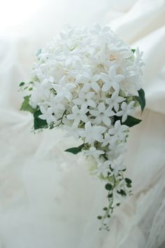 セミキャスケードブーケ メーヤー記念礼拝堂様へ ジャスミンとガーデニア、プリザーブドフラワーでの画像:一会 ウエディングの花