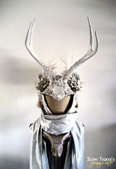 Winter weiß Geweih Kopfschmuck Ritual Krone Schneekönigin Kostüm Offbeat Hochzeit heidnische Handfasting Bridal Rotwild ICE MAIDEN von Spinning-Burg