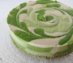 Raw Shamrock Cheesecake (vanilla mint swirl with pistachio crust) - awesome! Vegan and raw. Raw Vegan Desserts, Raw Vegan Recipes, Vegan Treats, Vegan Cake, Vegan Foods, Delicious Desserts, Yummy Food, Vegan Lunches, Vegan Snacks