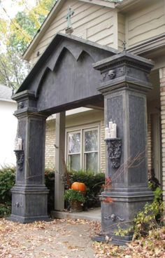 Halloween is on its way and if you have no idea how to start this year's Halloween decor then you can consider your entrance. The entrance to the house Halloween Prop, Halloween Outside, Halloween Tombstones, Halloween Forum, Halloween Graveyard, Halloween Yard Decorations, Halloween Haunted Houses, Outdoor Halloween, Halloween Party Decor