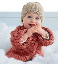 Такое вязаное пальтишко для малыша можно одевать начиная от 6 месяцев до двух лет. Для выполнения работы берите детскую пряжу шерсть с акрилом.
