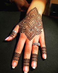 Today's mehendi. Design inspiration #mehndidesigner. Thanks Neeta for inspiring me. #mehendi #mehndi #kamalashennaworld #bridalhenna #mehendicolor #bayareahenna #weddinghenna #santaclarahenna #dulhanmehendi #bridalmehendi #dulhan #hudabeautyart #vegas_nay #indianbrides #southasianbride #weddingmehendi #dollhousedubai #mehndihenna #indianbride #punjabibride #shadi #indianweddings #punjabiwedding #hennapro #hennainspire #zukreat #hudabeauty #makegirlz #mehndi_inspire by kamalashennaworld