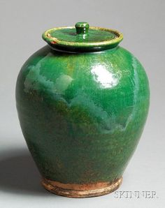 Green-glazed Covered Redware Jar, attributed to Bristol Co., Massachusetts, late 18th/early 19th century, ovoid form with streaked and mottled green glaze, the interior with mustard glaze,