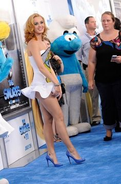 Yarr.me - The life-action Smurfette is hot!