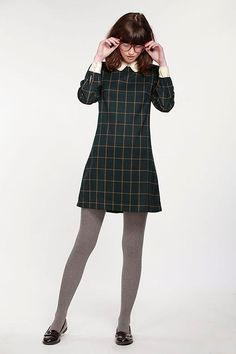 Tartan dress is currently very popular with girls. By using Tartan dress we can look simple and casual. Suitable for use when hanging out with friends to the Mall for example. Dress Outfits, Cute Outfits, Fashion Outfits, Style Fashion, Denim Dresses, Dress Shoes, Vintage Inspired Fashion, Vintage Fashion, Top Mode
