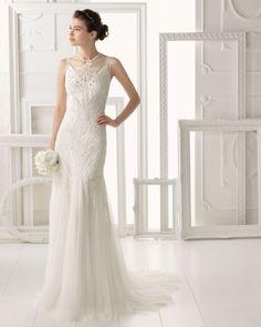 OMEYA - Vestido y funda con pedrería en color naturalT6319- Diadema de cristal y metal, color plata