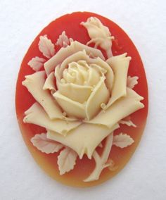 Vintage Flower Cabochon Cameo.  Ivory Rose na Carnelian, pryskyřice 40x30mm pcb0166 (1)