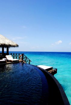 Infinity Pool to the Beach | La Beℓℓe ℳystère
