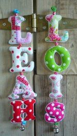 Love this idea made of felt Crafty Projects, Sewing Projects, Felt Crafts, Diy And Crafts, Felt Banner, Cool Gifts For Kids, Diy Baby Gifts, Felt Baby, Diy Letters