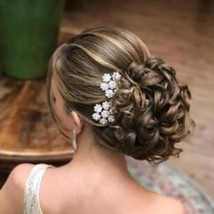"""image by Sonia Lopes ( with caption : """"Coque 💙 ✨ . Bride Hairstyles, Cool Hairstyles, Hair Dos, Gorgeous Hair, Hair Designs, Bridal Hair, Hair Inspiration, Curly Hair Styles, Hair Makeup"""