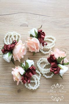Blush pink rose corsages by Miss Hana Floral Design. Wrist Corsage Wedding, Bridesmaid Corsage, Wedding Bouquets, Wrist Flowers, Prom Flowers, Wedding Flowers, Corsage And Boutonniere, Flower Corsage, Burgundy And Blush Wedding