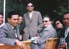 (ask) adakah yang tau kisah Jendral ini? Let Jenderal Yani, Brig Jenderal Panjaitan Ibu Yani berfoto bersama Year ?