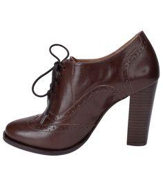 Sapato feminino Material: couro Oxford Marca: Satinato Com cadarço Veja mais opções de sapato feminino. COLEÇÃO INVERNO 2015 Sobre a Satinato A Satinato possui uma coleção de sapatos, bolsas e acessórios cheios de tendências de moda. 90% dos seus produtos são em couro. A principal característica dos Sapatos Santinato são o conforto, moda e qualidade! Com diferentes opções e estilos de sapatos, bolsas e acessórios. A Satinato também oferece para as