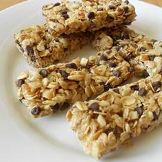 Chewy No Bake Granola Bars | A simple mix of oats, chocolate chips, dried fruit, nuts, and sweeteners come together in this tasty snack recipe. Great for school lunches!