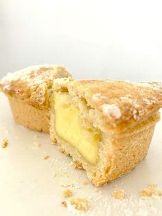 Pasticciotto leccese | I Dolci di Pinella Mini Muffins, Dessert Recipes, Desserts, Cornbread, Italian Recipes, Baked Goods, Cheesecake, Goodies, Food And Drink