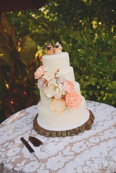 If you and Jeff ever get married this needs to be y'all's cake. Look at the pug toppers- claud
