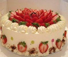 New fruit cake decorating ideas sweets Ideas Food Cakes, Cupcake Cakes, Cake Decorated With Fruit, Decoration Patisserie, Kolaci I Torte, Strawberry Cakes, Strawberry Cake Decorations, Strawberry Summer, Cake Decorating Techniques