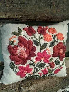 Set aside a weekend for these easy crafts to make and sell. These are the projects you need, if you want to start selling! Embroidery Flowers Pattern, Embroidery Needles, Crewel Embroidery, Cross Stitch Embroidery, Embroidery Designs, Needlepoint Stitches, Needlework, Mexican Embroidery, Embroidered Cushions