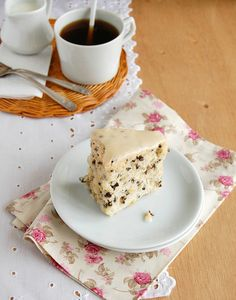 Angel food cake with cacao nibs and orange freckles / Bolo de claras com sementes de cacau e laranja by Patricia Scarpin, via Flickr