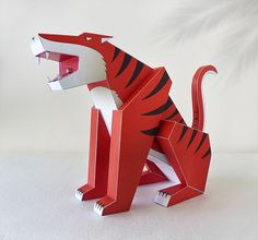 Tigre hecho en papel, tigre recortable, hazlo tu mismo, decoración infantil, decoración estudio, decoracion hogar de GraphicHomeDesign en Etsy https://www.etsy.com/es/listing/264103577/tigre-hecho-en-papel-tigre-recortable
