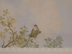 Ciel peint avec des fleurs et des oiseaux