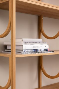 Note Design Studio designed a couple of new products for Swedish furniture brand Fogia, the first being the Arch bookshelf and the other the Tabula tables. Note Design Studio, Notes Design, Design Blog, Diy Design, Smart Furniture, Home Decor Furniture, Furniture Design, Modular Shelving, Modern Shelving