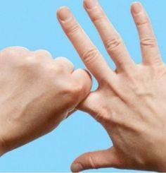 Metti le dita in questa posizione, e guarda cosa accade al tuo corpo:Sorprendente  