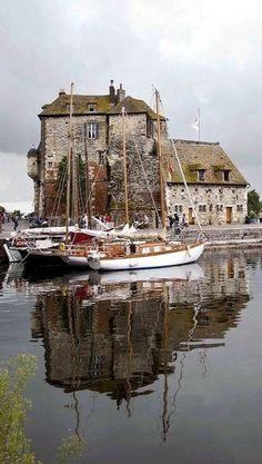 Honfleur – Deauville: Fotografen in unbekanntem Land - Reiseziele İn Europa Normandie France, Day Trip From Paris, Honfleur, Boat Art, Ville France, Travel Aesthetic, France Travel, Sailing, Beautiful Places