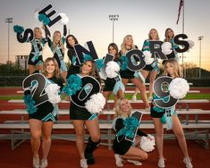 Cheer Team Pictures, Cheerleading Pictures, High School Cheer, School Cheerleading, Team Picture Poses, Picture Ideas, Cheer Coaches, Cheer Mom, Cheer Competition