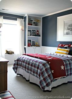 Thrifty Decor Chick: Our Home, look like Noas set up but a boys room
