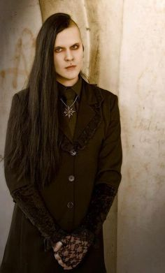 Goth with that old school shave. Not too much, just enough, and awesomely alluring.