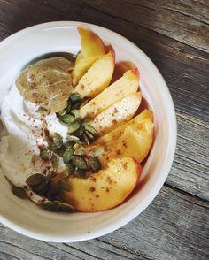 coconut yogurt peachy parfait | #plantbased #vegan #glutenfree #breakfastcriminals #healthybreakfast