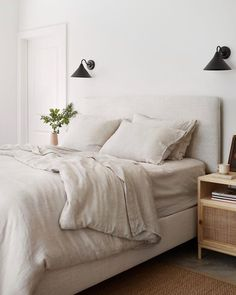The Citizenry extra long pillow and linen bedding. Small Room Design Bedroom, Home Bedroom, Bedrooms, Minimalist Bedroom, Minimalist Home, Salons Cosy, Decoration Inspiration, Upholstered Beds, My New Room