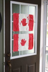 Materials: paper, variety colors, brushes Instructions: Show children different flags from other countries and ask children to paint it. Allow children to do hand print art as well. Children can paint their own creative flag. Fun Crafts, Crafts For Kids, Craft Kids, Canada Day Crafts, Home Daycare, Daycare Crafts, Different Flags, Happy Canada Day, Flag Art