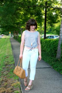 A bias-cut summery, vintage-inspired sleeveless top from the Hunter Tank pattern by Jennifer Lauren Vintage Sewing Shirts, Patterned Shorts, Vintage Inspired, White Jeans, Spring Fashion, Crop Tops, Black And White, My Style, How To Wear