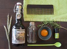 DIY Biershampoo mit ätherischem Rosmarinöl. Bier bzw. der Hopfen im Bier hat eine wunderbar pflegende Wirkung für deine Haarpracht. Bier und Eigelb werden schon lange für Haarshampoos, zur Reinigung und Pflege eingesetzt. Das Eigelb gleicht Proteinmangel aus und Bier stärkt und kräftigt das Haar. Unterstützend wirkt ätherisches Rosmarinöl. Es riecht gut, aktiviert die Kopfhaut und soll den Haarwuchs fördern. Durch das Bier kriegen Haare wieder mehr Volumen und werden gefestigt.